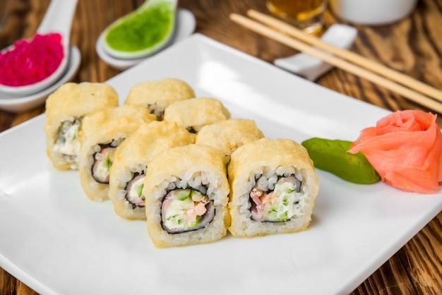 Japanische küche mit frischen meeresfrüchten