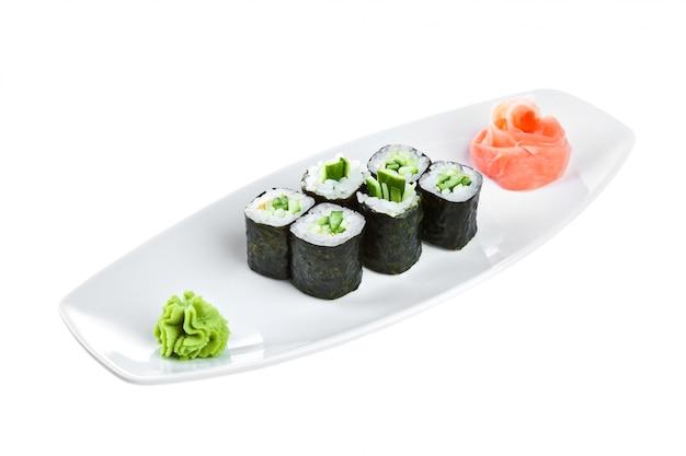 Japanische küche - sushi (kappa maki roll)