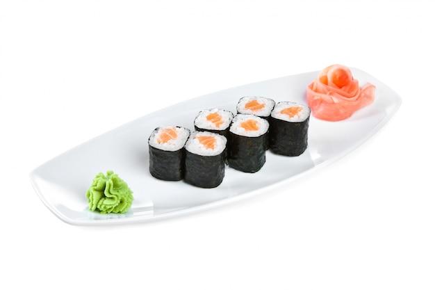 Japanische küche - sushi (roll syake maki)