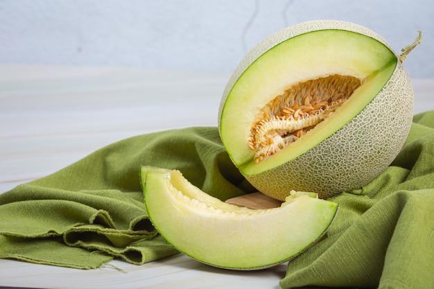 Japanische melone oder melone, melone, saisonale frucht, gesundheitskonzept.