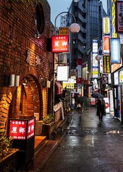 Japanische straßenstadtlandschaft