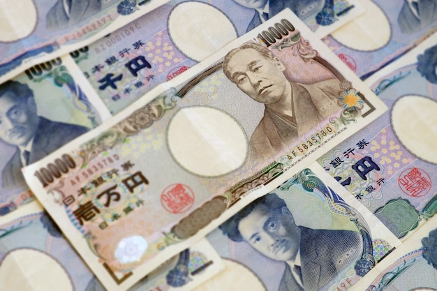 Japanische währungsbanknote von 10.000 yen. hintergrundbild des selektiven fokus.