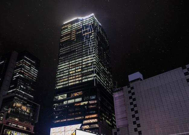 Japanische wolkenkratzer-stadtlandschaft