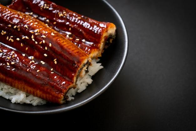 Japanischer aal gegrillt mit reisschale oder unagi don. japanischer essensstil
