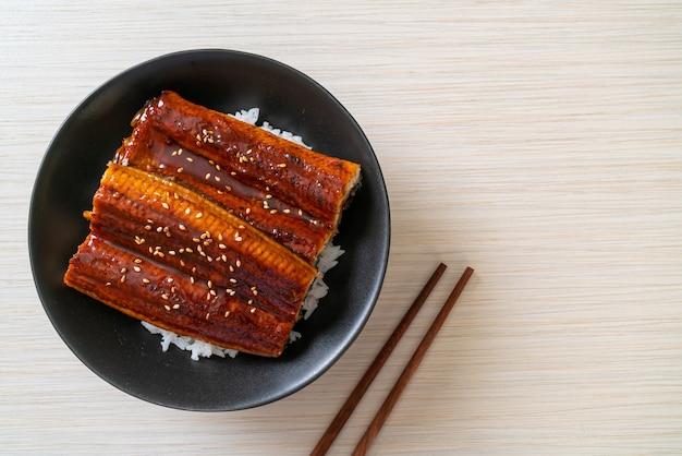 Japanischer aal gegrillt mit reisschale oder unagi don