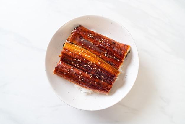 Japanischer aal, gegrillt mit reisschüssel oder unagi don, japanischer essensstil