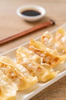 Japanischer gyoza oder mehlkloßsnack