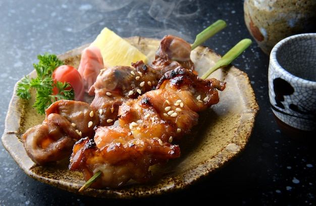 Japanischer hühnergrill yakitori.