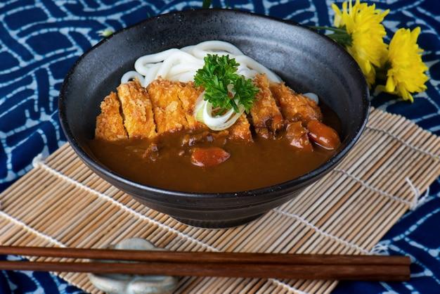 Japanisches curry mit udon.