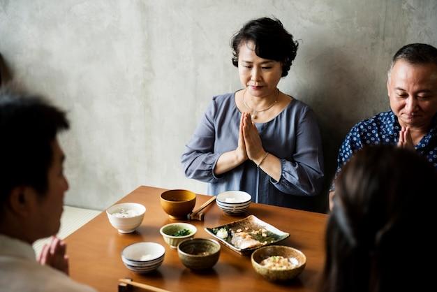 Japanisches familienessen