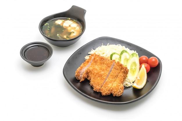 Japanisches frittiertes schweinekotelett (tonkatsu-set)