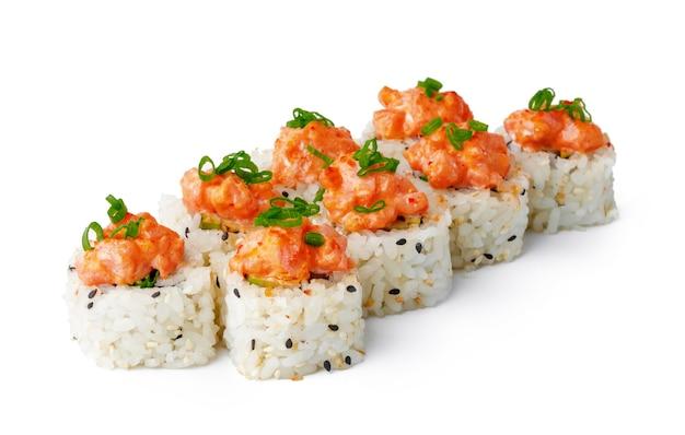 Japanisches sushi mit sesam und sahneglasur isoliert auf weiss on