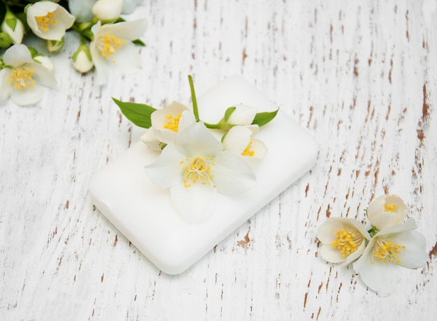 Jasminblüten und seife