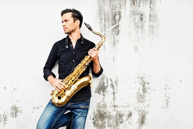 Jazzman musical artist saxophon konzept zu spielen