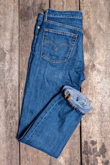 Jeans auf holz