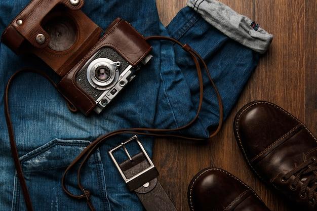 Jeans, stiefel und fotokamera