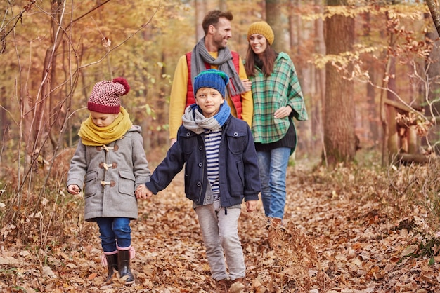 Jede familie sollte wenig zeit zum spazierengehen finden