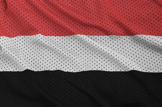 Jemen-flagge auf einem sportswear-netz aus polyester-nylon