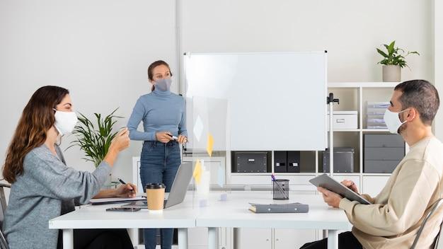 Job-meeting mit mittlerer einstellung