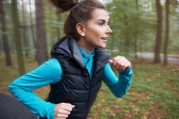Joggen an der frischen luft kann mir helfen, fit zu bleiben