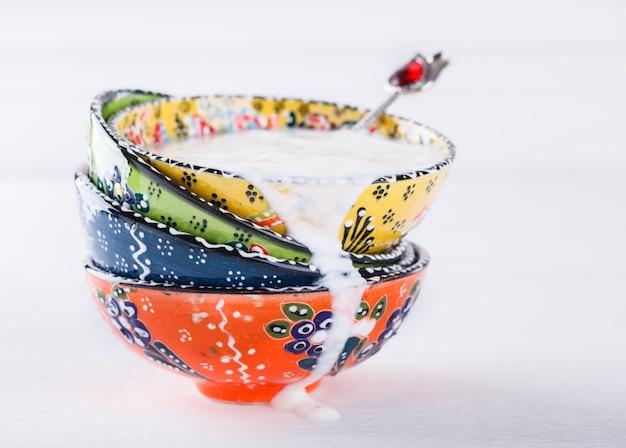 Joghurt, ayran hausgemachte, traditionelle türkische keramik