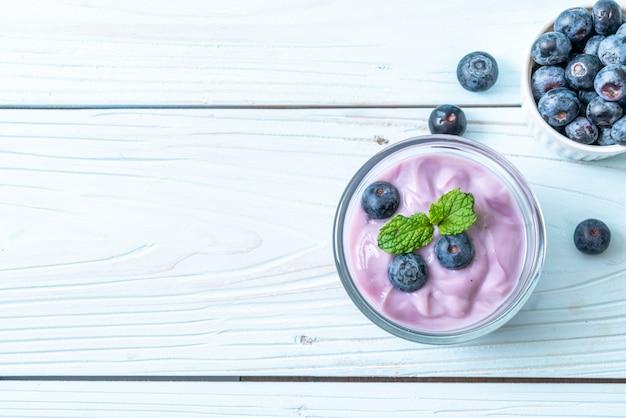 Joghurt mit frischen blaubeeren