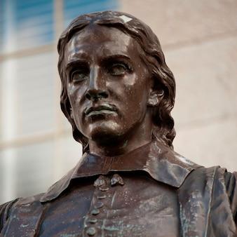 John harvard-statue an der harvard-universität in boston, massachusetts, usa