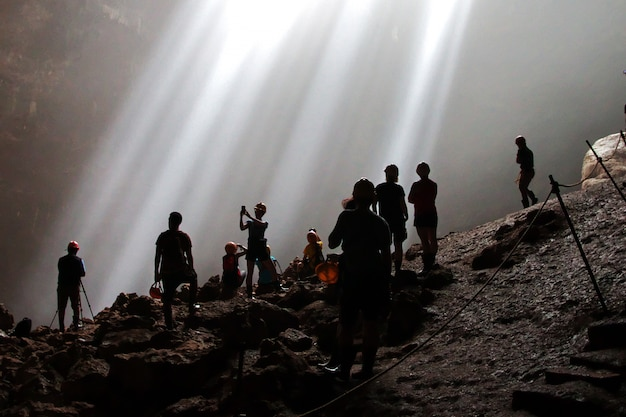 Jomblang-höhle nahe yogyakarta-stadt, java, indonesien