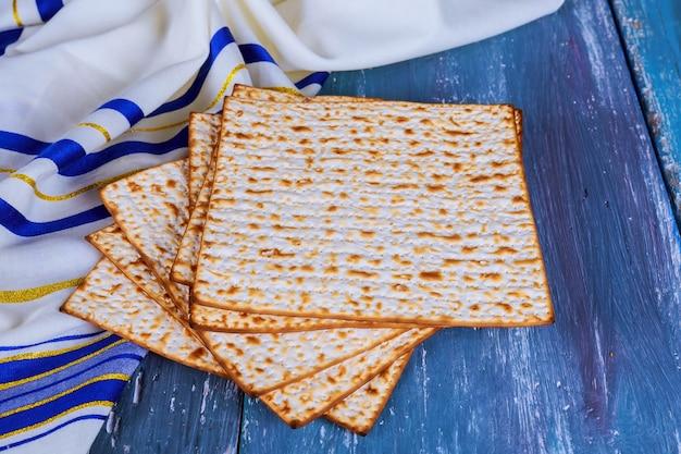 Judentum religiös auf jüdischem matza auf passahfest tallit