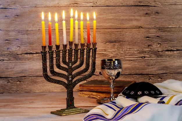 Jüdische feiertag hannukah symbole - menora