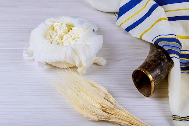 Jüdischer feiertag käse