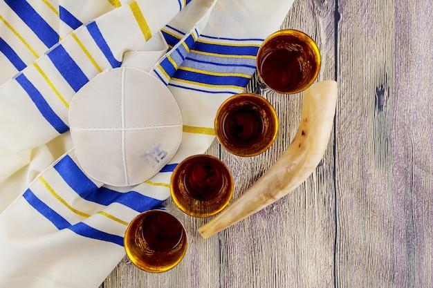 Jüdischer feiertag matzoh pessach brot tora