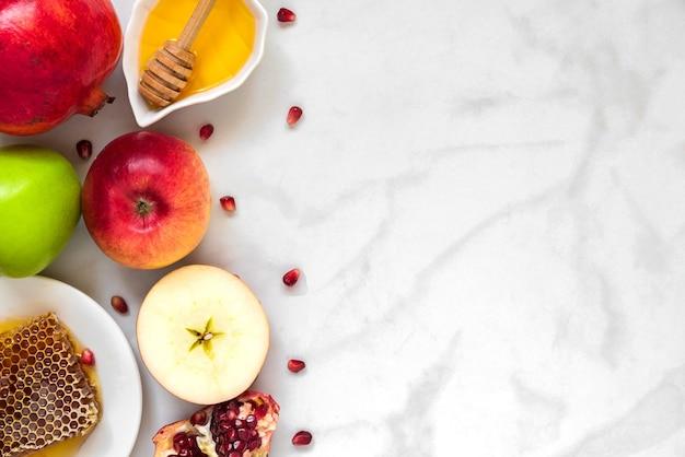 Jüdischer feiertag rosch haschana hintergrund mit honig, granatapfel und äpfeln