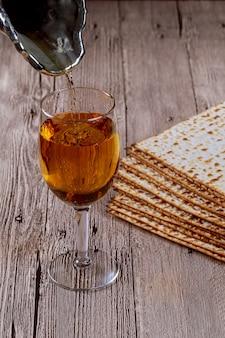 Jüdischer feiertagssymbol matzot mit silber