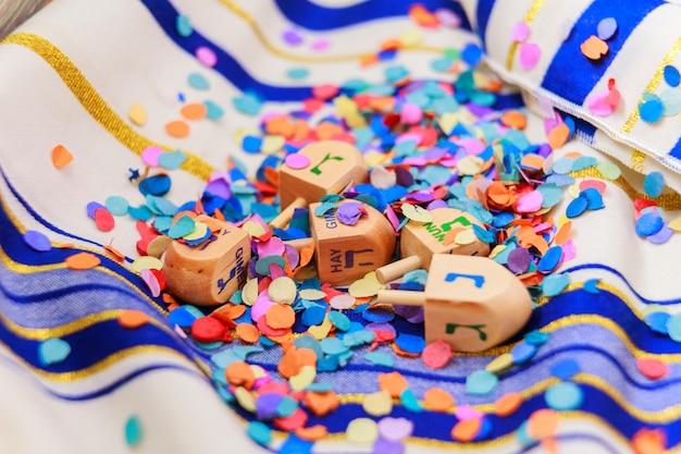 Jüdisches feiertagsstillleben, bestehend aus elementen des chanukka chanukka festivals.