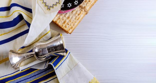 Jüdisches passahfestbrot torah des feiertags matzoth-feier matzoh