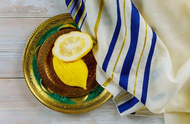 Jüdisches religiöses symbolfest von sukkot etrog und tallit