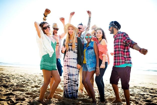 Jugend-freund-strand-party-glück-konzept