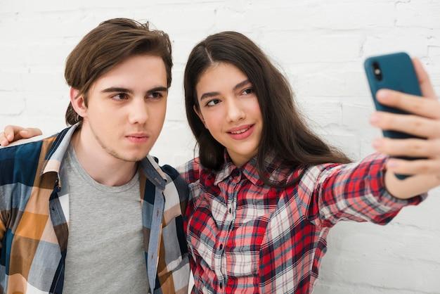 Jugendliche, die ein selfie nehmen