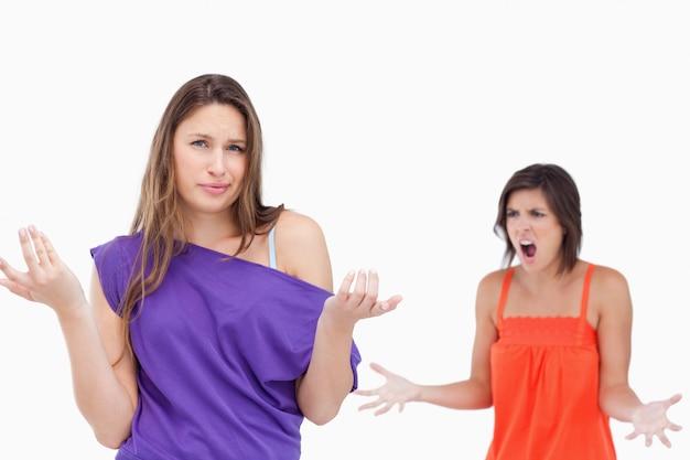 Jugendliche ignorant zu ihrem verärgerten freund