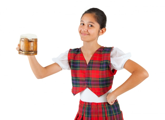 Jugendlicher gekleidet mit roter plaidkleidung und becher bier