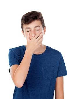 Jugendlichkerl, der den mund und mit augen bedeckt, schloss