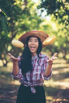 Jungbauer genießt mit mango