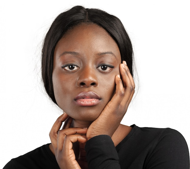 Junge afroamerikanerfrau, die enttäuscht wird