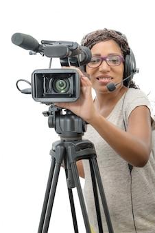 Junge afroamerikanerfrauen mit berufsvideokamera