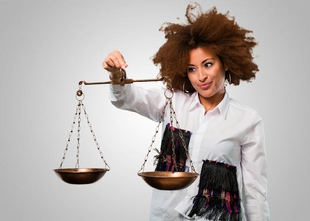 Junge afrofrau, balancekonzept