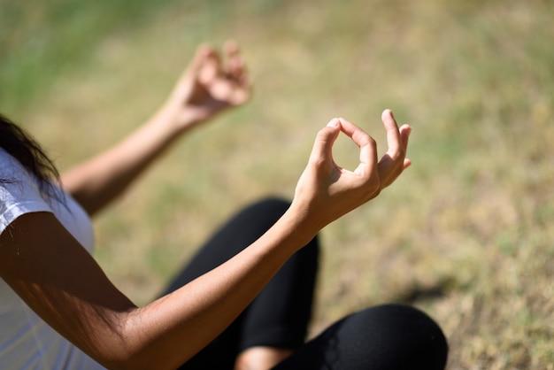gesundes lebensstil und sportkonzept hübscher starker