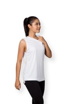 Junge asiatische frau mit fitnesskleidung isoliert