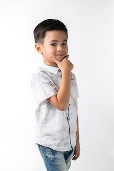 Junge auf getrenntem Hintergrund