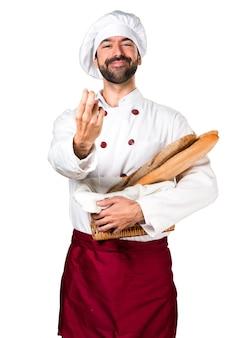 Junge bäcker halten einige brot kommende geste